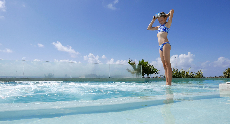 anah suites pool