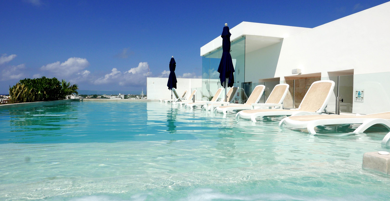 anah suites roof pool