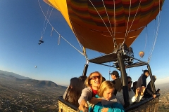 balloon over teotihuacan