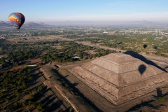 balloon over teotihuacan 9