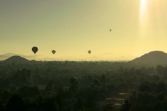 balloon over teotihuacan pyramids