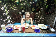 The perfect breakfast in Gajah Biru: indian menu for me, banana pancake for Anna, fruits, fresh pressed juice, local herbal tea...