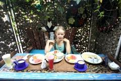 The perfect breakfast in Gajah Biru: indian menu for me, banana pancake for Anna, fruits, fresh pressed juice, local herbal tea...