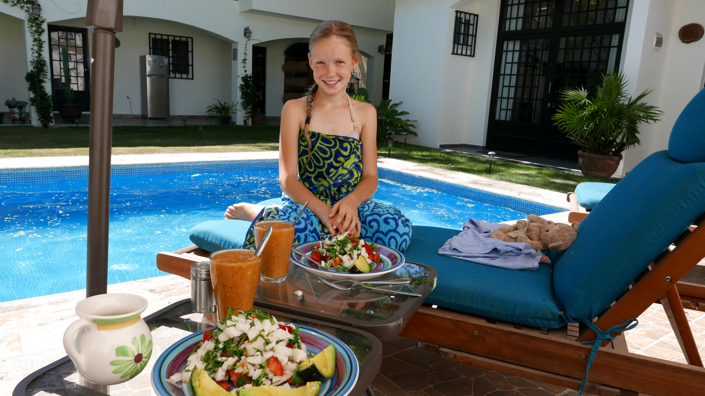 villas parota lunch at pool