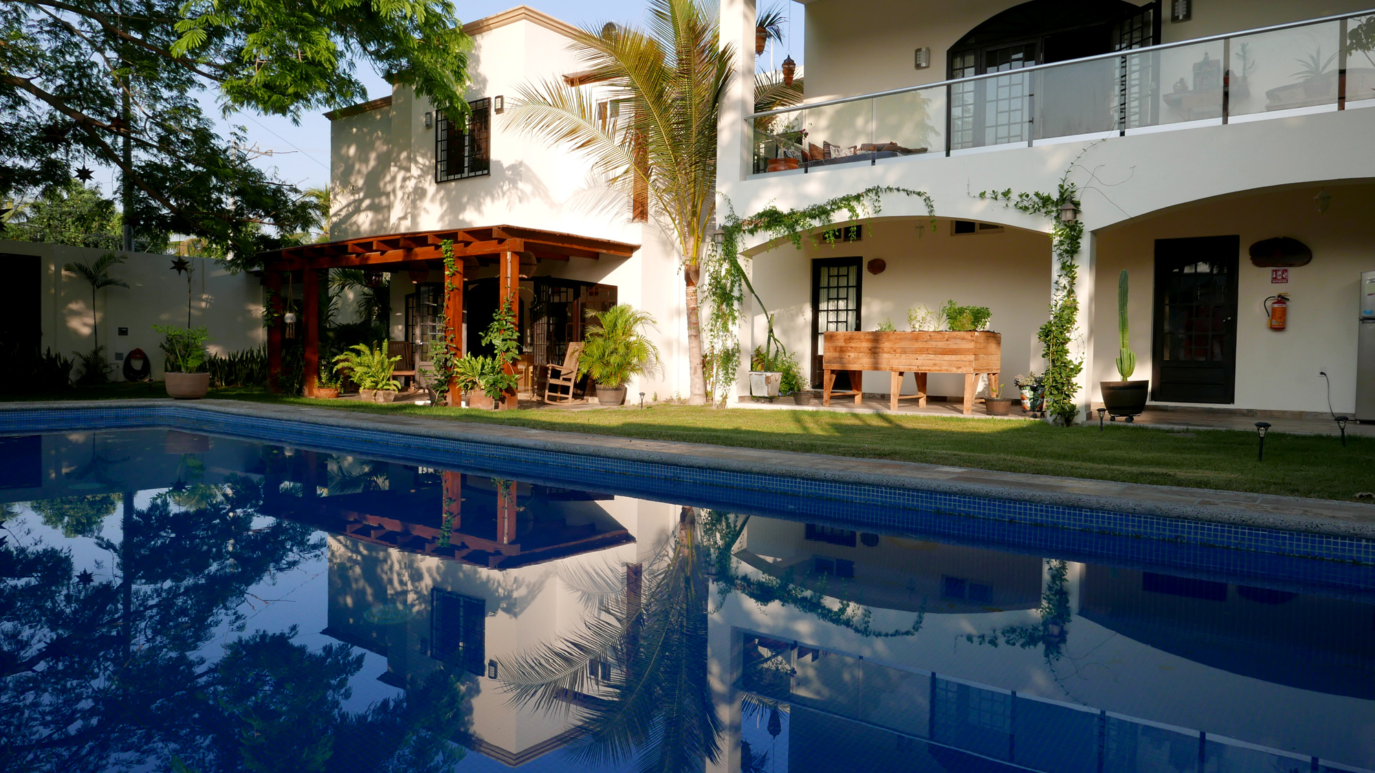 villas parota pool