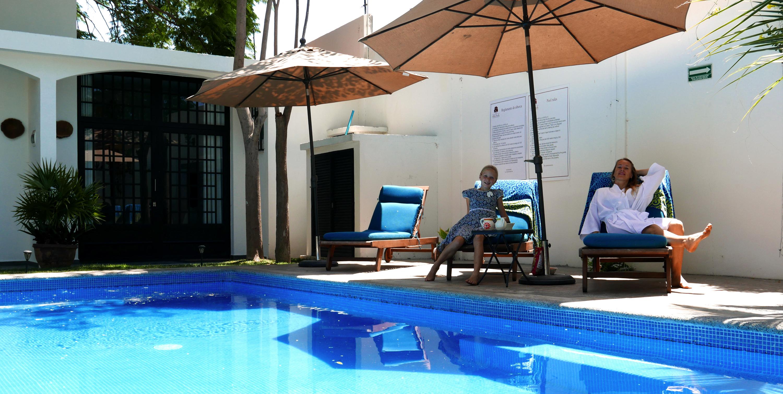 villas parota relaxed at pool