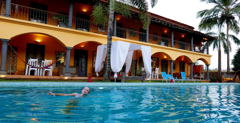 Sur La Mer Goa pool