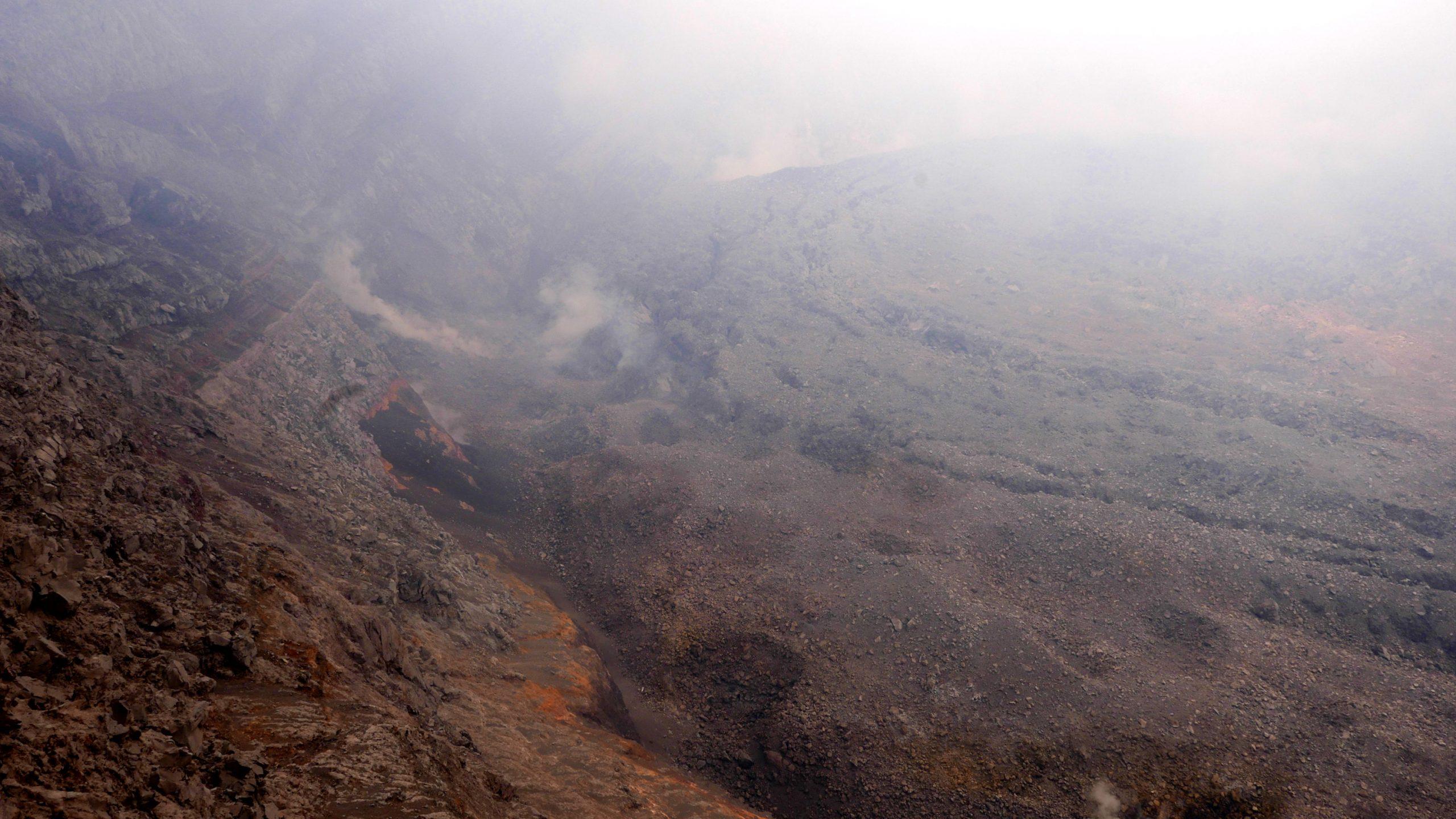Krater Volcano Agung Bali